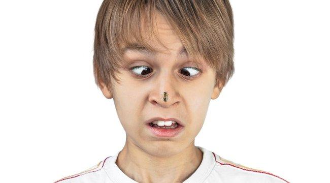 vörös foltok az arcon csípnek pikkelysömör kezelése képekben